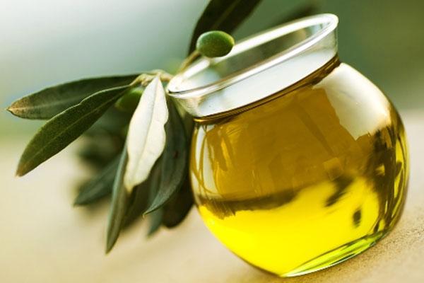 فوائد زيت الزيتون تعرف على اهم فوائد زيت الزيتون للجسم والعناية بخلايا البشرة
