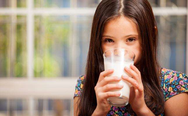 فوائد الحليب للاطفال اهم 10 فوائد لتناول الحليب لبناء الجسم والحفاظ على الصحة